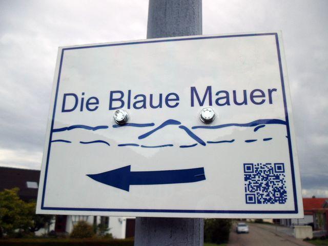 Wegweiser Die Blaue Mauer