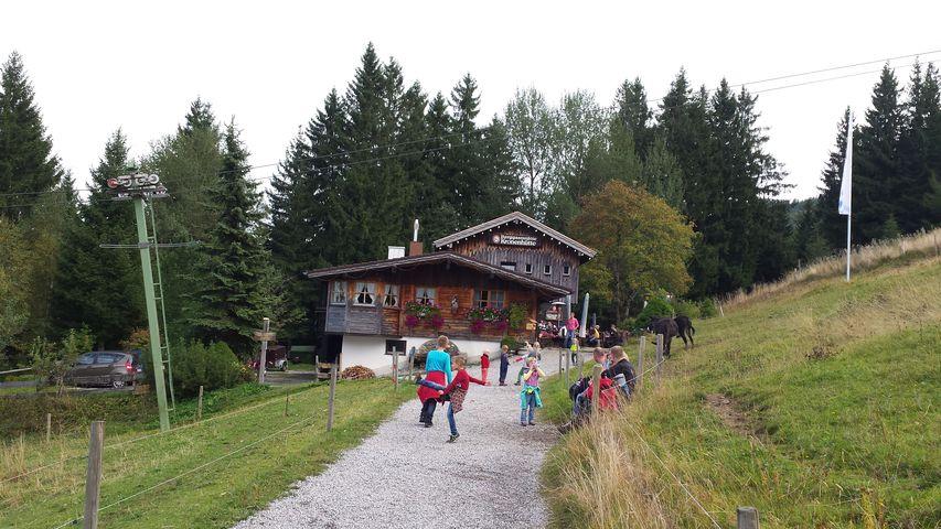 Kindergetümmel an der Kaiserhütte