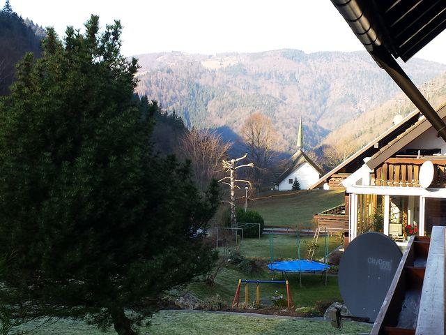 Blick vom Balkon auf die kleine Kapelle